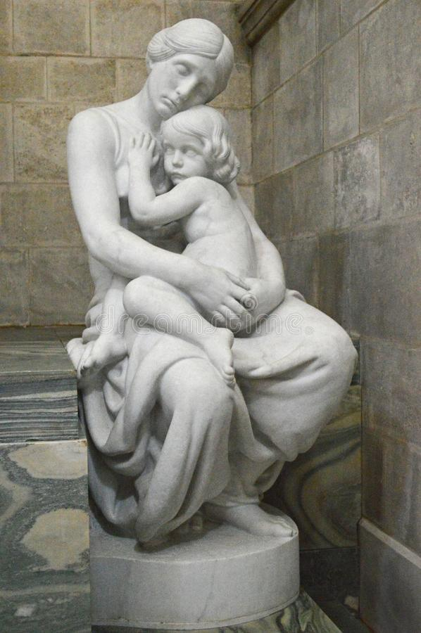 Άγαλμα της αγάπης στον καθεδρικό ναό του Ρόσκιλντ στοκ εικόνα με δικαίωμα ελεύθερης χρήσης