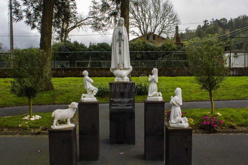 Άγαλμα της κυρίας μας Fatima και των τριών μικρών ποιμένων στοκ φωτογραφία με δικαίωμα ελεύθερης χρήσης