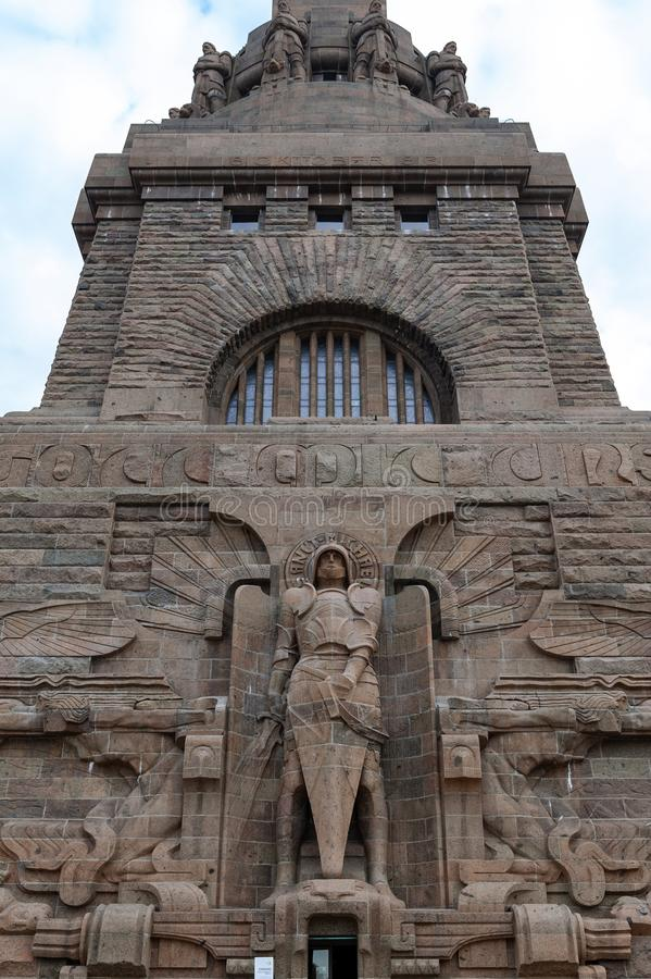 Άγαλμα του αρχαγγέλου Michael στην είσοδο στο μνημείο στη μάχη των εθνών στην πόλη της Λειψίας, Γερμανία στοκ εικόνα με δικαίωμα ελεύθερης χρήσης