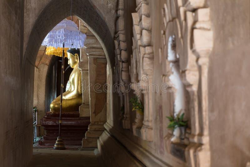 Άγαλμα του Βούδα σε έναν αρχαίο ναό σε Bagan, το Μιανμάρ (Βιρμανία στοκ εικόνες