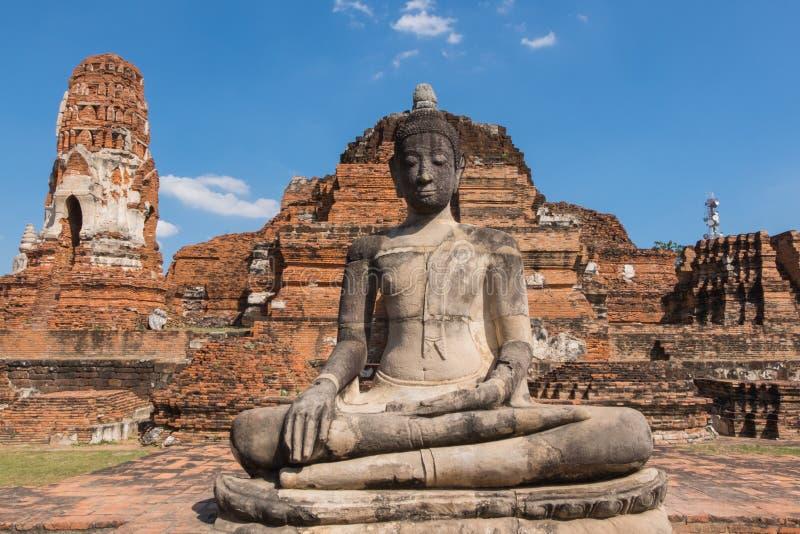 Άγαλμα του Βούδα σε Wat Mahathat, το ιστορικό πάρκο Ayutthaya, στοκ φωτογραφία με δικαίωμα ελεύθερης χρήσης