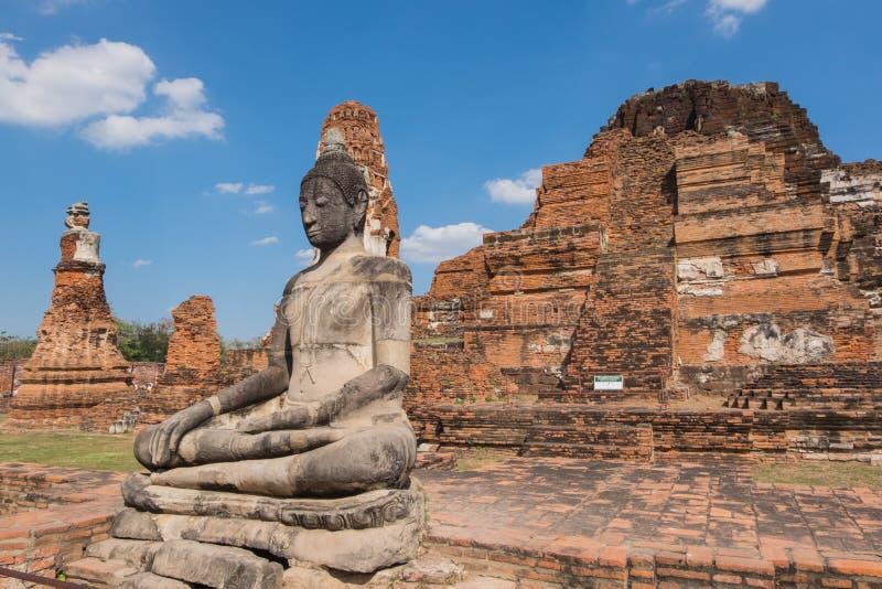 Άγαλμα του Βούδα σε Wat Mahathat, το ιστορικό πάρκο Ayutthaya, στοκ φωτογραφία