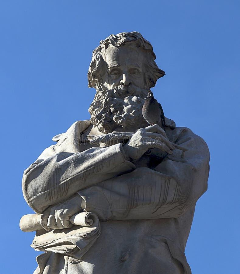 Άγαλμα του μεγάλων ιταλικών γλωσσολόγου και του λεξικογράφου Nicolo Tommaseo που δημιουργείται ιστορικό Campo Santo Stefano, Βενε στοκ εικόνες με δικαίωμα ελεύθερης χρήσης