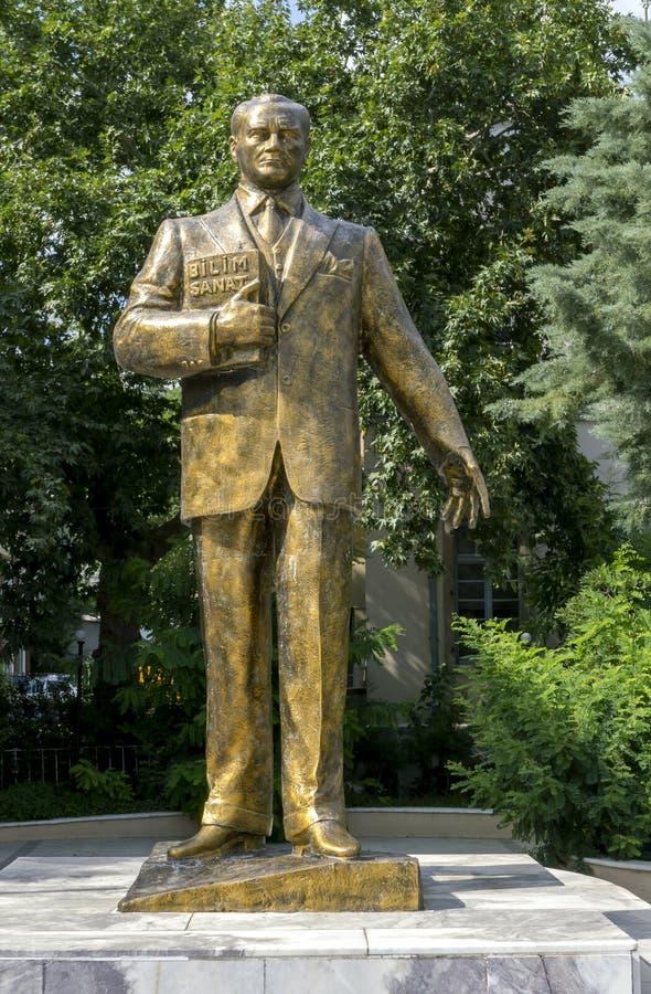 Άγαλμα του Μουσταφά Κεμάλ Ατατούρκ στη Μπεργκάμα στην Τουρκία στοκ εικόνες