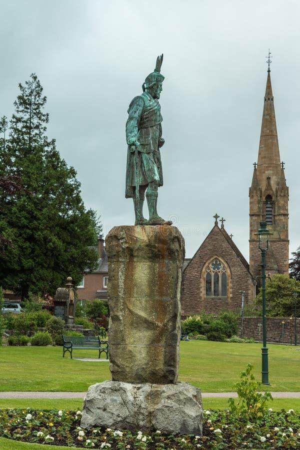 Άγαλμα του Cameron και εκκλησία του Saint-Andrews, οχυρό William Σκωτία στοκ φωτογραφία με δικαίωμα ελεύθερης χρήσης