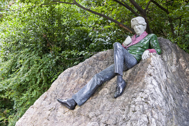 άγαλμα του Oscar wilde στοκ εικόνες