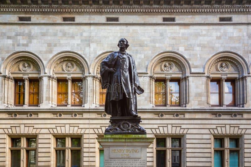 Άγαλμα του Sir Henry Irving δίπλα στην εθνική στοά πορτρέτου στο Λονδίνο, UK στοκ εικόνες με δικαίωμα ελεύθερης χρήσης