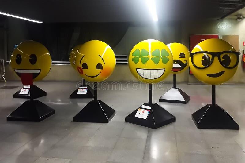 Άγαλμα των συγκινήσεων σε κίτρινο στοκ φωτογραφίες με δικαίωμα ελεύθερης χρήσης