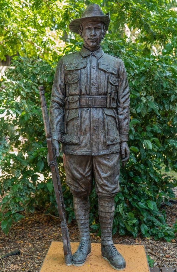 Άγαλμα χαλκού ενός αυστραλιανού μεγάλου πολεμικού στρατιώτη, Δαρβίνος Αυστραλία στοκ εικόνα με δικαίωμα ελεύθερης χρήσης
