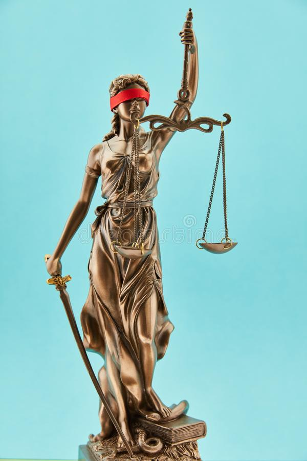Άγαλμα χαλκού Justitia με Libra για τη δικαιοσύνη στοκ εικόνα με δικαίωμα ελεύθερης χρήσης