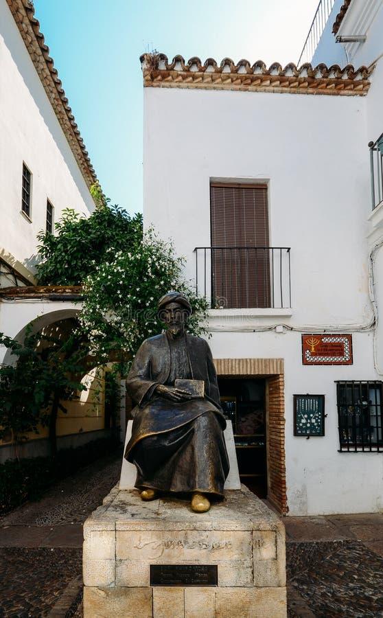 Άγαλμα χαλκού Maimonides, 1135 - 1204, του εβραϊκού ραβίνου, του παθολόγου και του φιλοσόφου στο Al Andalus Εβραϊκό τέταρτο μέσα στοκ φωτογραφίες