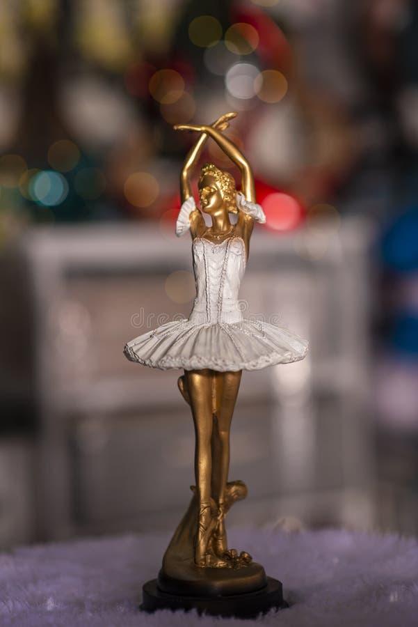 Άγαλμα χορευτών κοριτσιών που χρησιμοποιείται για την εγχώρια διακόσμηση στοκ εικόνες