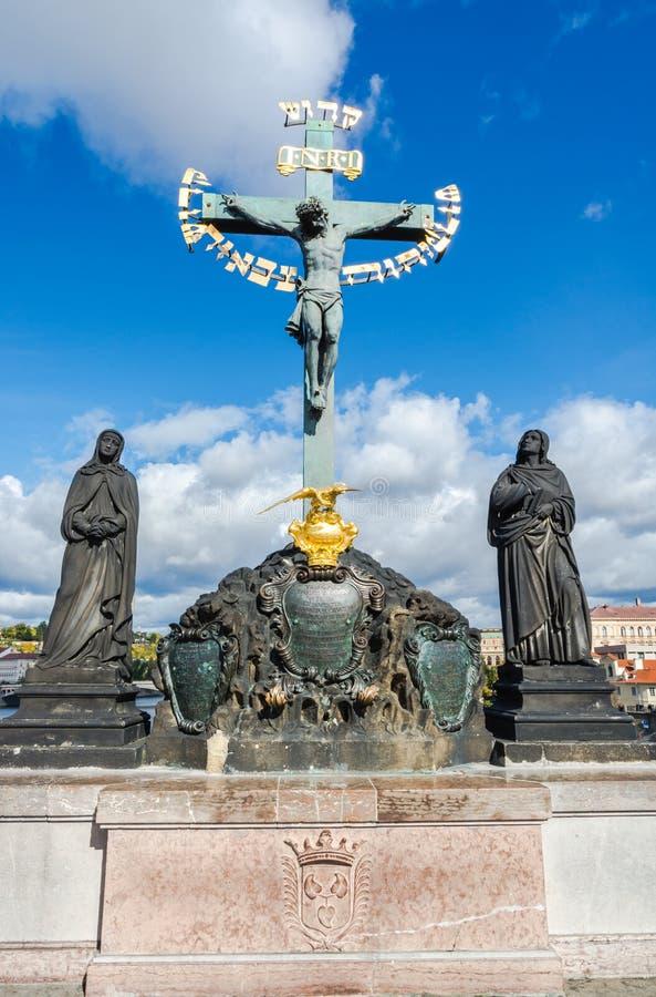 Άγαλμα Calvary στη γέφυρα του Charles στην Πράγα στοκ εικόνες