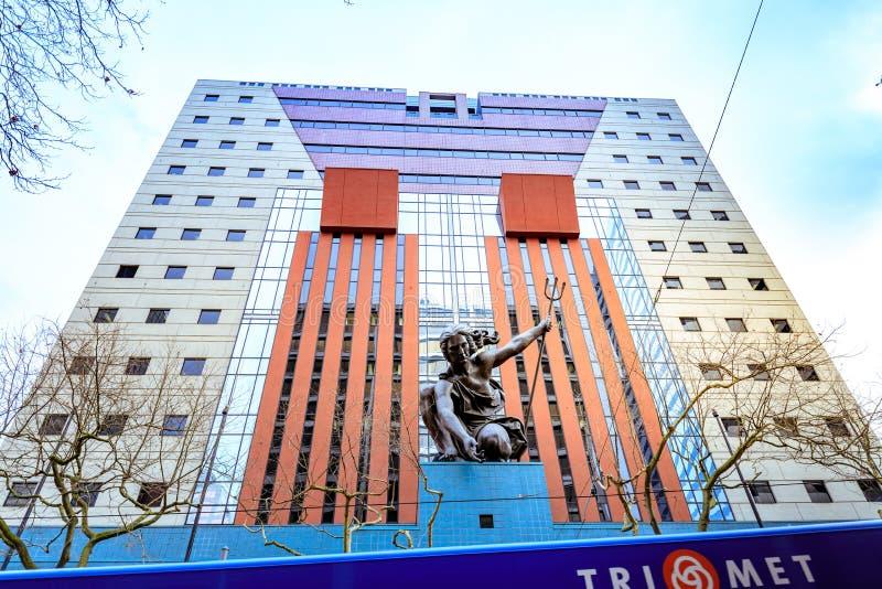 Άγαλμα Portlandia από το Raymond J Kaskey που αφιερώνεται στις 8 Οκτωβρίου 1985 στοκ εικόνες