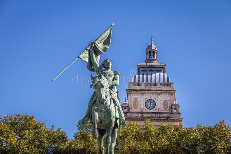 Άγαλμα SAN Martin και πύργος ρολογιών του πανεπιστημιακού κτηρίου Νομικής Σχολής του Ροσάριο στην πλατεία Plaza SAN Martin - Ροσά στοκ φωτογραφία με δικαίωμα ελεύθερης χρήσης
