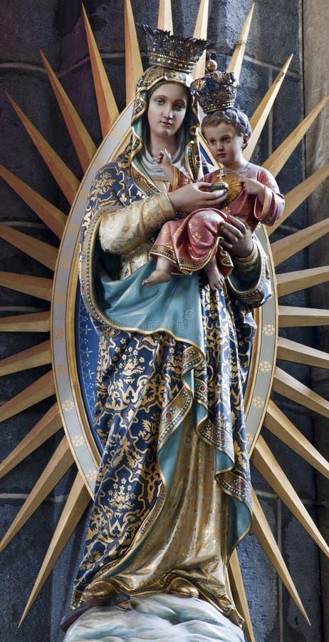 άγαλμα Virgin Mary Άγιος εκκλησιών gent jacob στοκ εικόνα