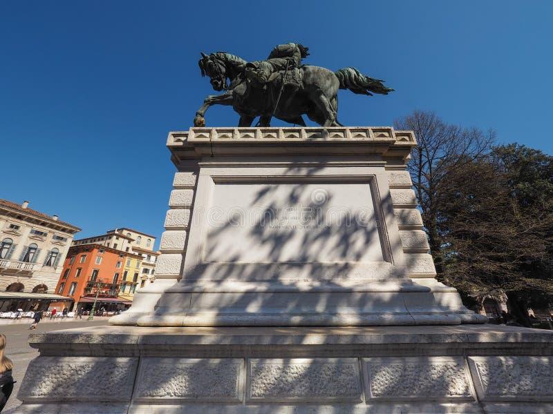 Άγαλμα Vittorio Emanuele βασιλιάδων στη Βερόνα στοκ εικόνες