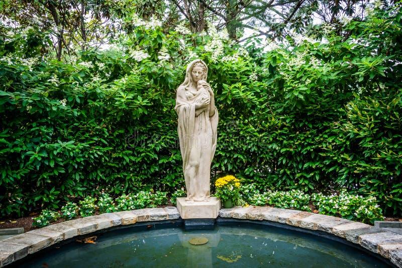 Άγαλμα και λίμνη στον κήπο της Mary, στη βασιλική του εθνικού στοκ εικόνες