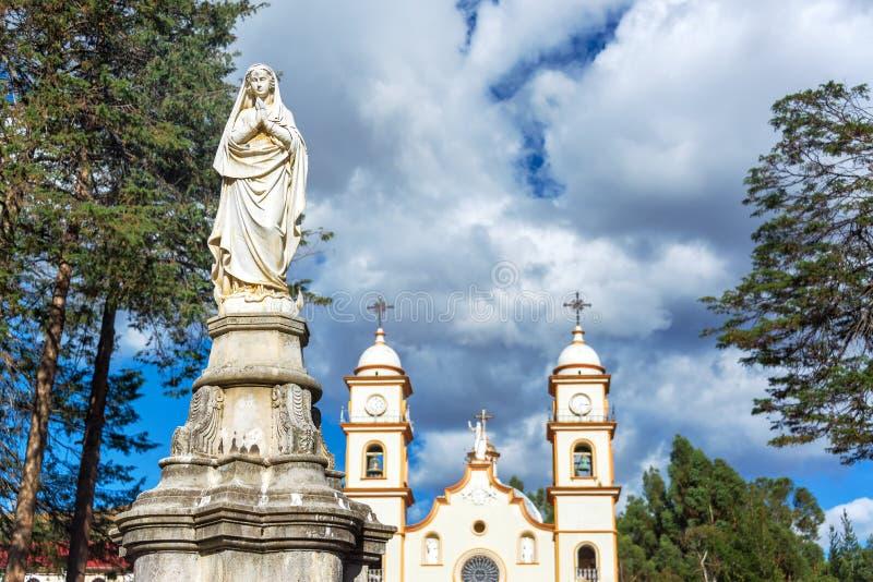 Άγαλμα και Santa Rosa de Ocopa Convent στοκ φωτογραφία με δικαίωμα ελεύθερης χρήσης