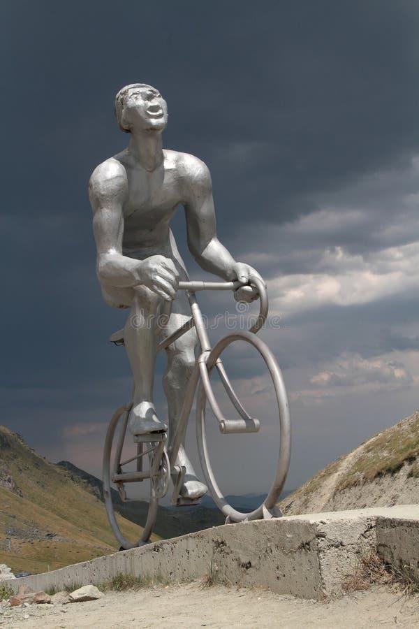 Άγαλμα ποδηλατών στο συνταγματάρχη du Tourmalet στοκ φωτογραφία