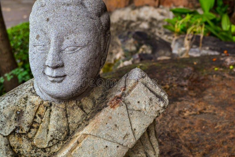 Άγαλμα στο βουδιστικό ναό στη Μπανγκόκ στοκ εικόνες
