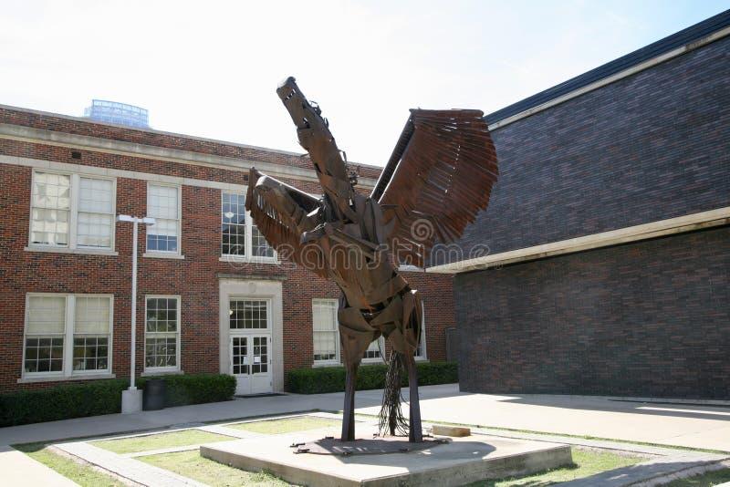 Άγαλμα στο Booker Τ Σχολείο τεχνών προς θέαση της Ουάσιγκτον στοκ εικόνα