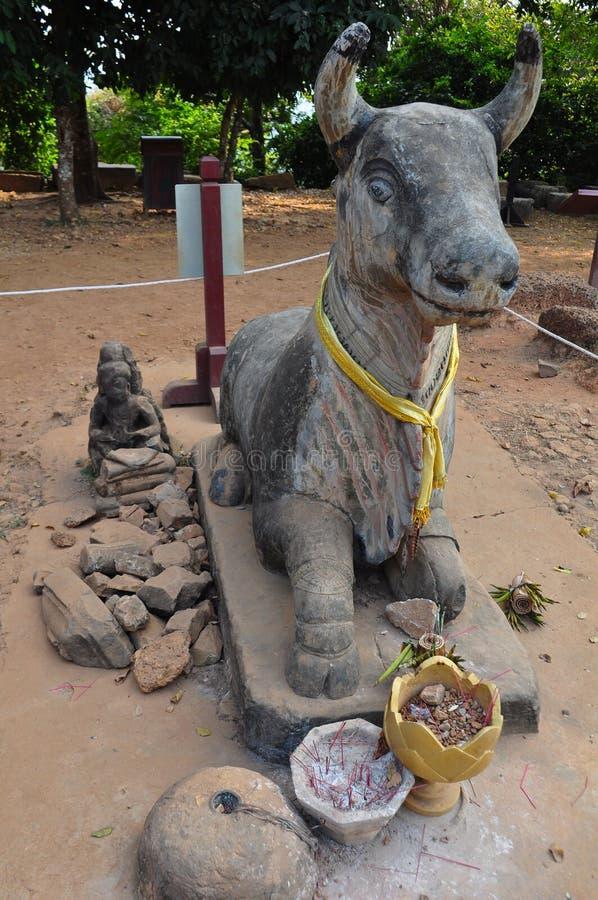 Άγαλμα της αγελάδας Αγίου σε Phnom Bakheng, Angkor στοκ φωτογραφία