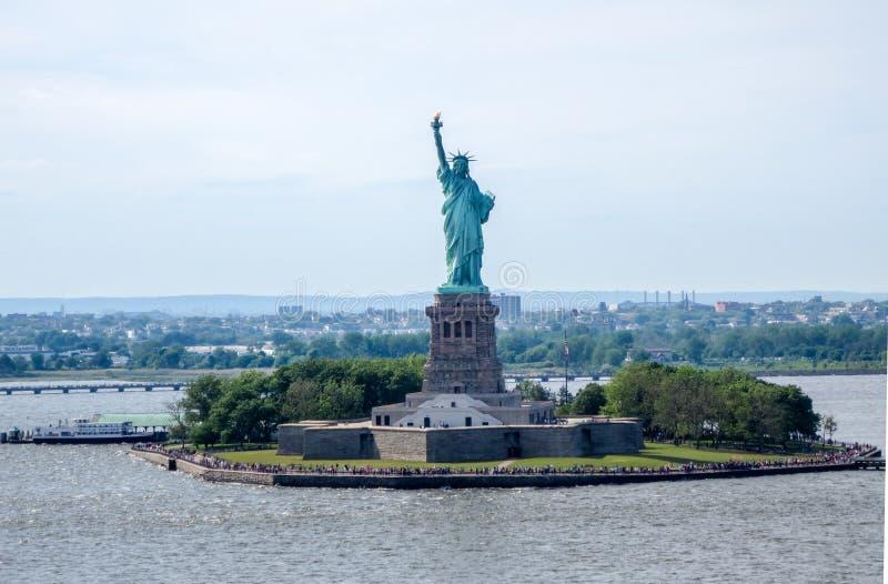 Άγαλμα της ελευθερίας σε κόλπο Χάντσον στοκ φωτογραφία με δικαίωμα ελεύθερης χρήσης