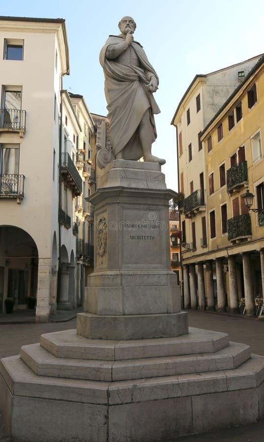 Άγαλμα της Andrea Palladio αρχιτεκτόνων του Βιτσέντσα Ιταλία στο ιστορικό γ στοκ εικόνα