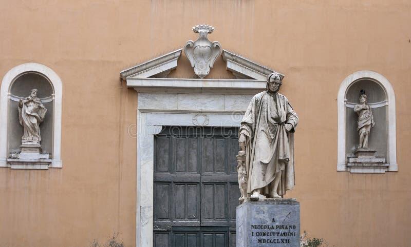 Άγαλμα της Nicola Pisano στην Πίζα, Ιταλία στοκ φωτογραφίες