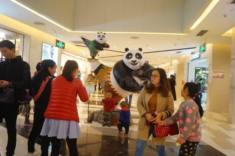 Άγαλμα της Panda στη λεωφόρο αγορών στοκ φωτογραφία
