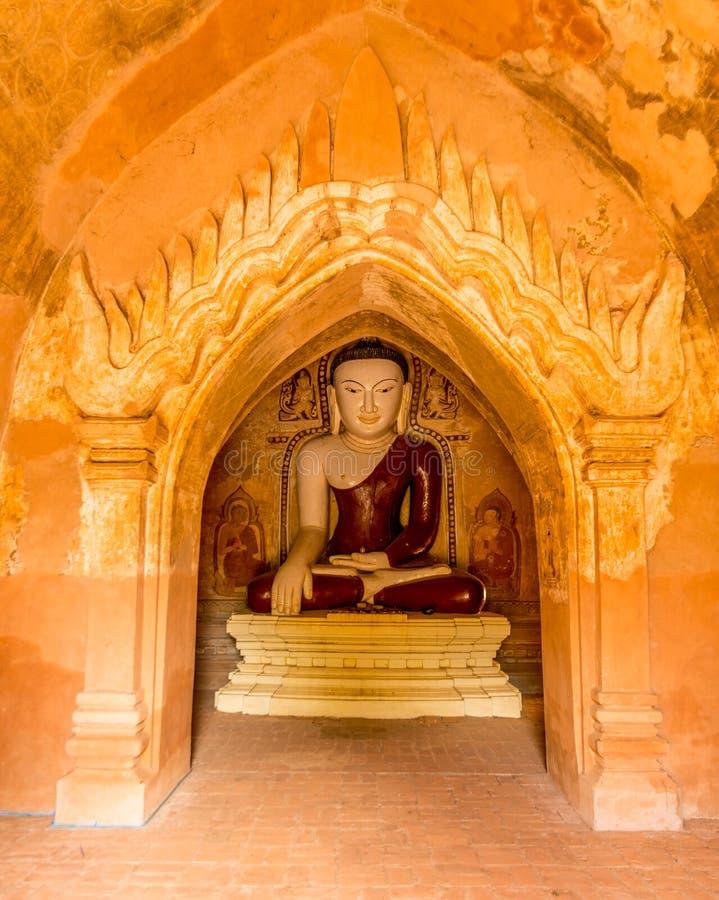 Άγαλμα του Βούδα σε έναν ναό Bagan, το Μιανμάρ στοκ φωτογραφία