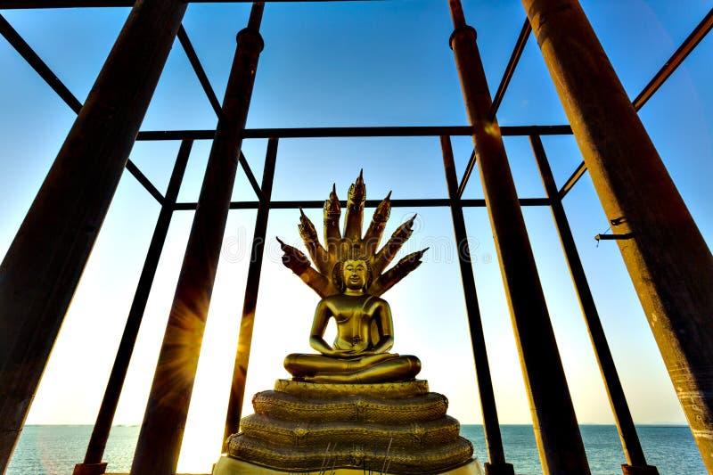Άγαλμα του Βούδα στην εγκαταλειμμένη παγόδα στοκ εικόνα με δικαίωμα ελεύθερης χρήσης
