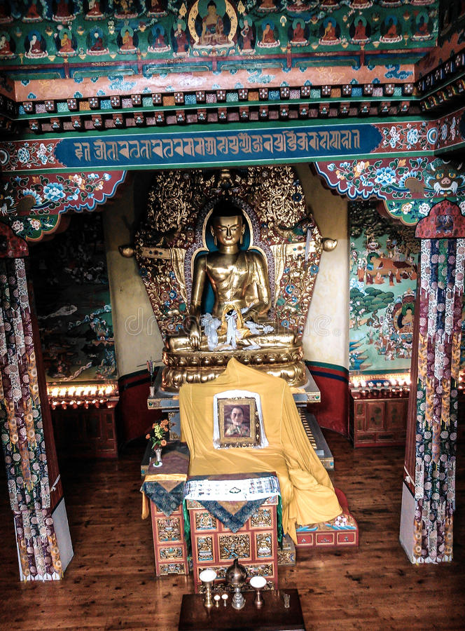 Άγαλμα του Βούδα στο ίδρυμα Norbulingka στοκ εικόνες με δικαίωμα ελεύθερης χρήσης