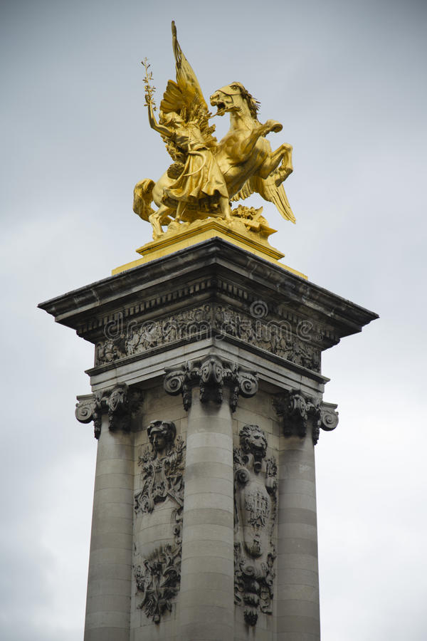 Άγαλμα του φτερωτών αλόγου και του αναβάτη στοκ φωτογραφία