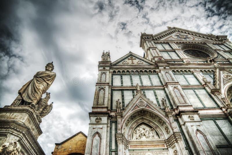 Άγαλμα του Dante Alighieri και καθέδρα Santa Croce στοκ εικόνες