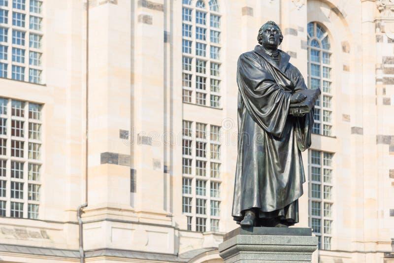 Άγαλμα του Martin Luther μπροστά από Frauenkirche στη Δρέσδη, Ger στοκ φωτογραφίες