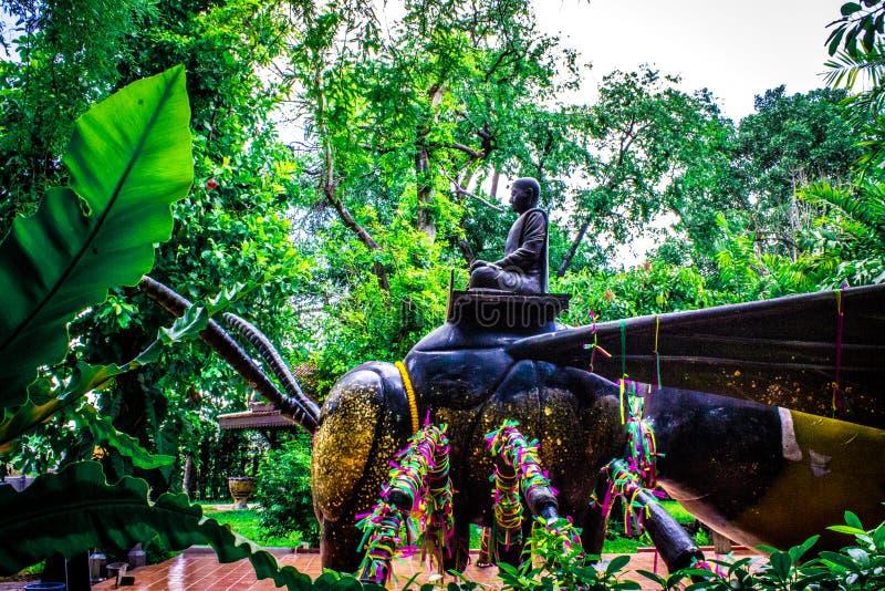 Άγαλμα των μοναχών που οδηγούν το έντομο 2 στοκ εικόνες