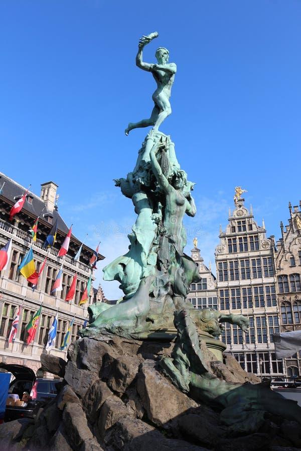Άγαλμα Brabo και του χεριού του γίγαντα, Αμβέρσα, Βέλγιο στοκ φωτογραφίες με δικαίωμα ελεύθερης χρήσης