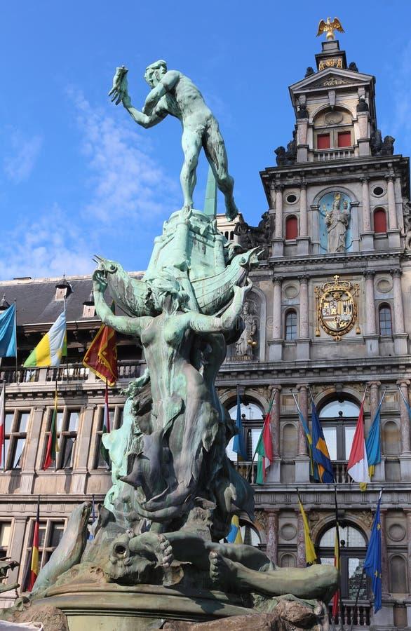 Άγαλμα Brabo και του χεριού του γίγαντα, Αμβέρσα, Βέλγιο στοκ εικόνες