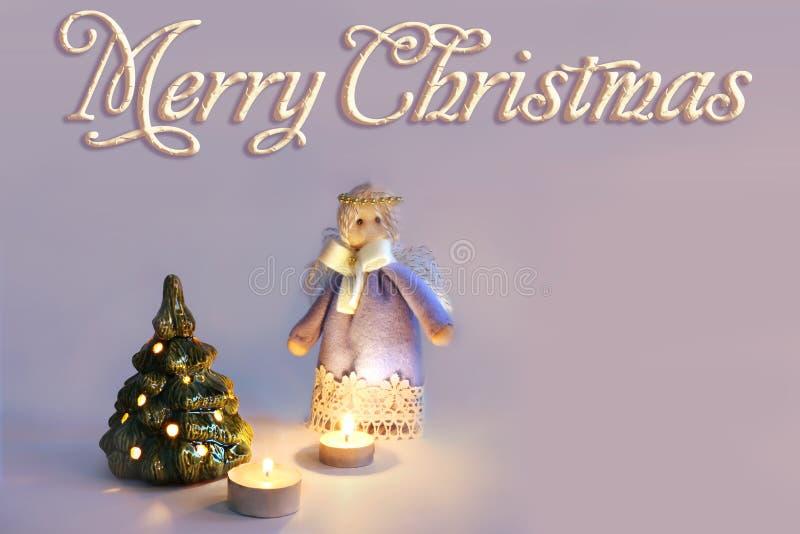 Άγγελος, κεριά και χριστουγεννιάτικο δέντρο στοκ φωτογραφία