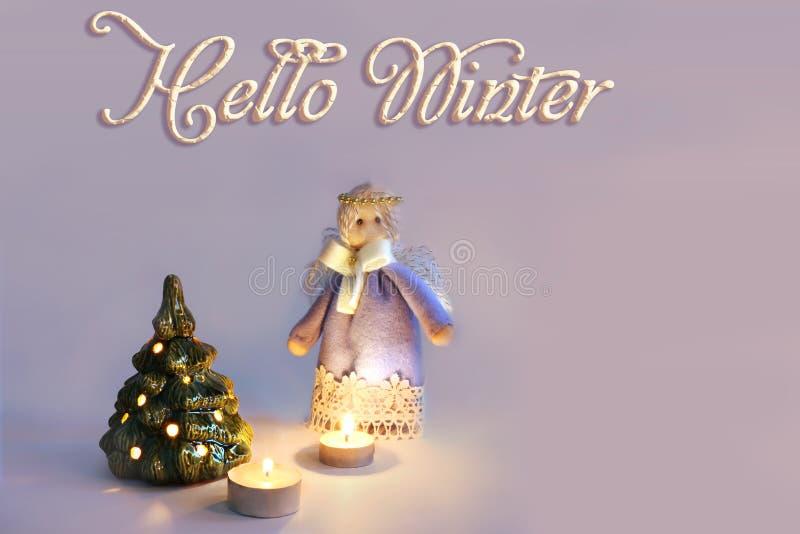 Άγγελος, κεριά και χριστουγεννιάτικο δέντρο στοκ εικόνα