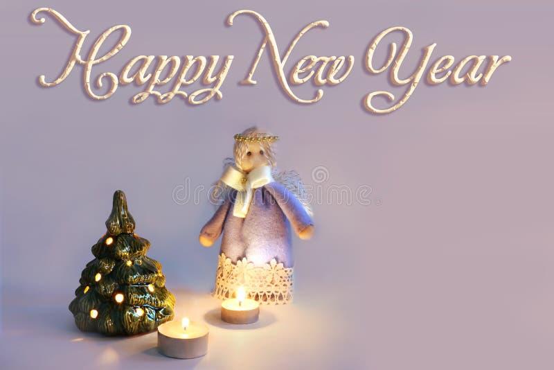 Άγγελος, κεριά και χριστουγεννιάτικο δέντρο στοκ φωτογραφίες