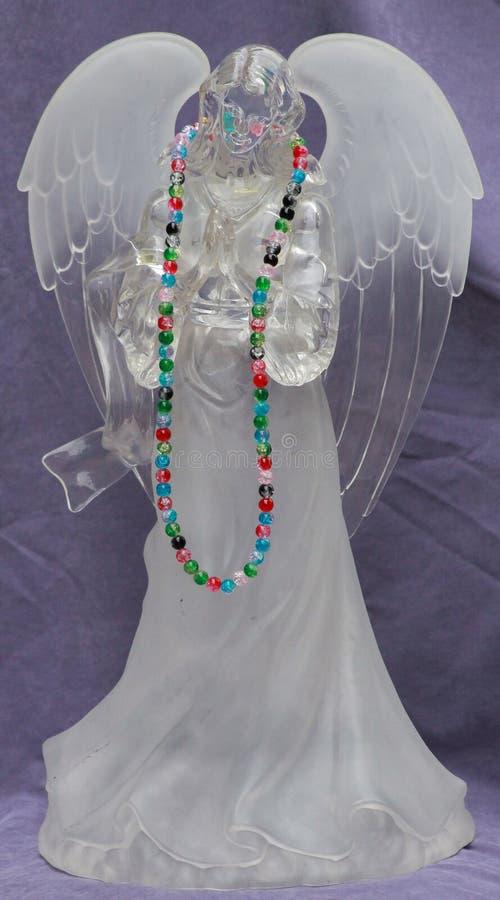 Άγγελος προσευχής με τις ζωηρόχρωμες χάντρες στοκ φωτογραφία με δικαίωμα ελεύθερης χρήσης