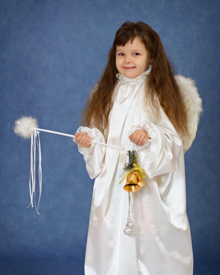 άγγελος ως ντυμένη παιδί μ& στοκ φωτογραφία με δικαίωμα ελεύθερης χρήσης