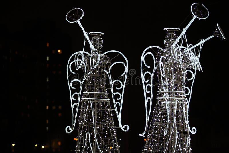 Άγγελοι στην πόλη νύχτας στοκ φωτογραφίες με δικαίωμα ελεύθερης χρήσης