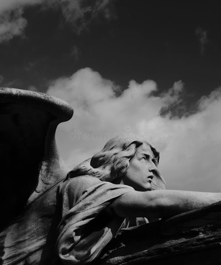 Άγγελος με τα σύννεφα στοκ φωτογραφία με δικαίωμα ελεύθερης χρήσης
