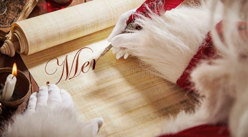 Άγιος Βασίλης που γράφει σε έναν εκλεκτής ποιότητας κύλινδρο στοκ φωτογραφία με δικαίωμα ελεύθερης χρήσης