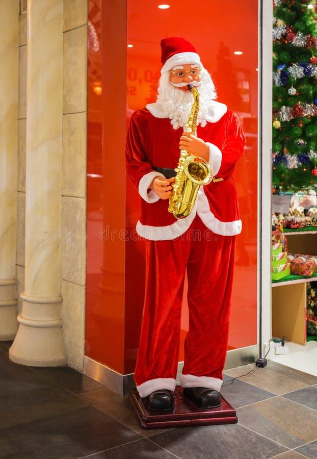 Άγιος Βασίλης με ένα saxophone στοκ εικόνες