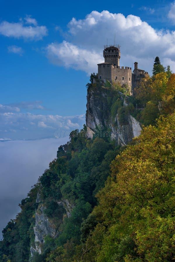 Άγιος Μαρίνος, Ιταλία Δεύτερος πύργος: το Cesta ή το Fratta στοκ εικόνα